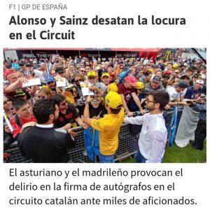 La presencia discreta de personal de Sabico, asegurando el normal desarrollo durante la firma de autógrafos de Carlos Sainz es visible en medios de comunicación.